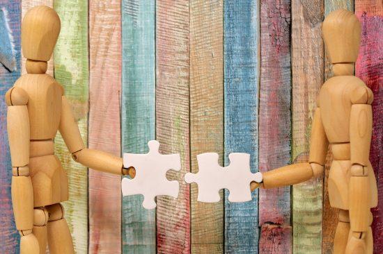 teamwork-3237646_1920-min